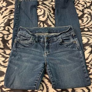 Delia's Morgan destructed Jeans